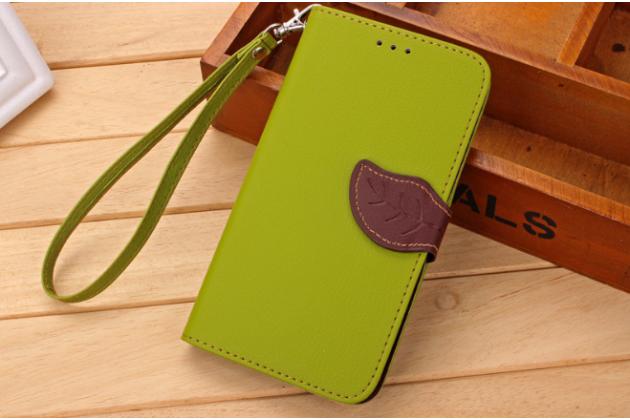 Фирменный уникальный необычный чехол-книжка для LG K7 (2017) X230 зеленый с декорированной застежкой в виде листочка