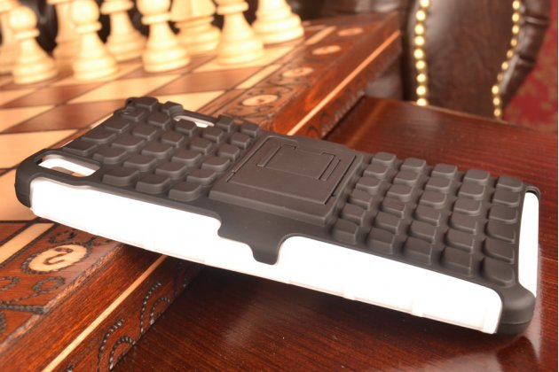 Противоударный усиленный ударопрочный фирменный чехол-бампер-пенал для Lenovo A7000 белый