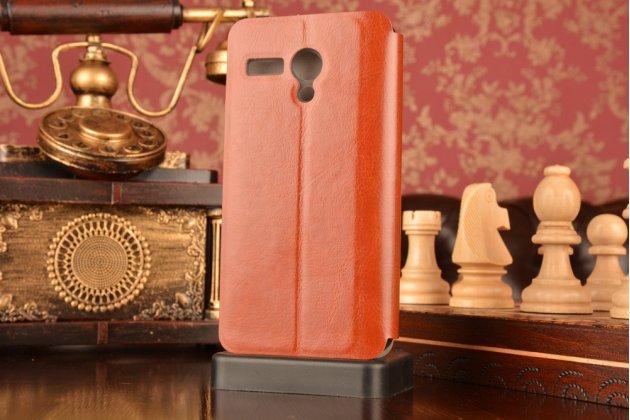 Фирменный чехол-книжка из качественной водоотталкивающей импортной кожи на жёсткой металлической основе для Lenovo A606 коричневый