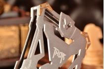 Противоударный металлический чехол-бампер из цельного куска металла с усиленной защитой углов и необычным экстремальным дизайном для Meizu Pro 6 серебряного цвета