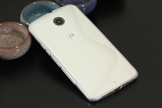 Фирменная ультра-тонкая полимерная из мягкого качественного силикона задняя панель-чехол-накладка для  Motorola Nexus 6 белая