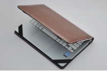 Защитный противоударный чехол-обложка-футляр-кейс для ноутбука LENOVO THINKPAD Z560A1 из качественной импортной кожи. Цвет в ассортименте. Только в нашем магазине. Количество ограничено