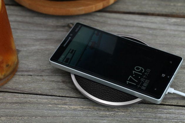 Беспроводная зарядка (QI) на телефон Leagoo Alfa 4 с отделкой под кожу и LED-подсветкой. Продаётся комплектом (док -станция + ресивер)