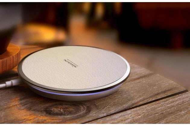 Беспроводная зарядка (QI) на телефон Fly IQ4405 EVO Chiс 1 с отделкой под кожу и LED-подсветкой. Продаётся комплектом (док -станция + ресивер)