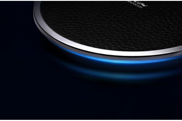 Беспроводная зарядка (QI) на телефон Samsung Galaxy A7 с отделкой под кожу и LED-подсветкой. Продаётся комплектом (док -станция + ресивер)