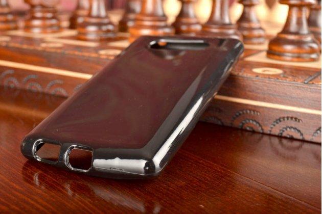 Фирменная ультра-тонкая силиконовая задняя панель-чехол-накладка для Nokia Lumia 820 черная