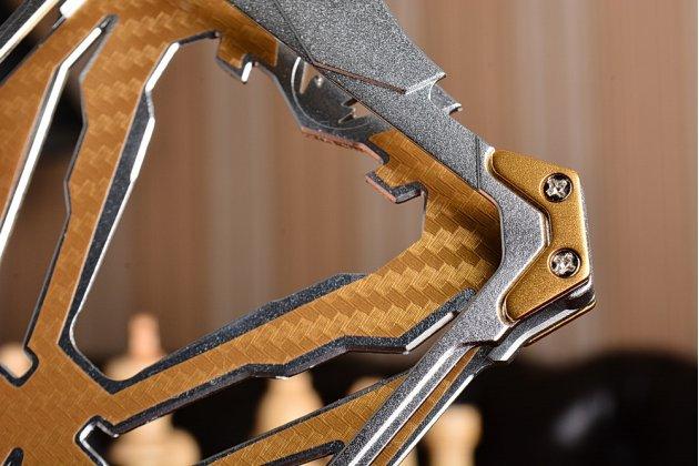 Противоударный металлический чехол-бампер из цельного куска металла с усиленной защитой углов и необычным экстремальным дизайном  для OnePlus 3T серебристого цвета