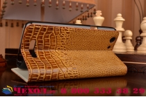 Фирменный роскошный эксклюзивный чехол с объёмным 3D изображением кожи крокодила коричневый для Philips Xenium V526/V526 LTE . Только в нашем магазине. Количество ограничено