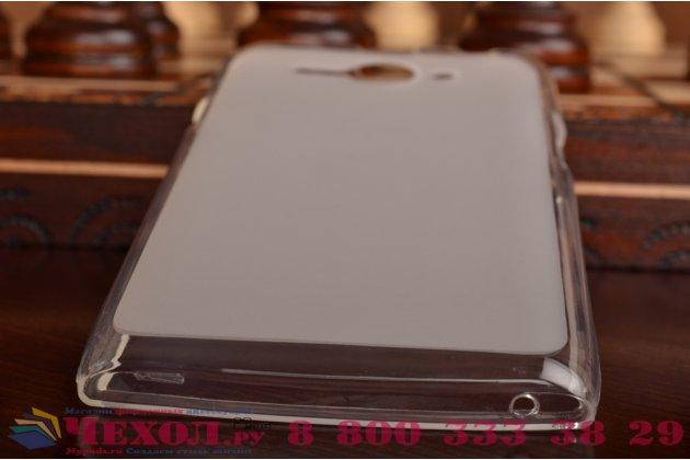 Фирменная ультра-тонкая полимерная из мягкого качественного силикона задняя панель-чехол-накладка для Philips S388  белая