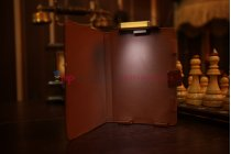 Чехол обложка с подстветкой/лампой для Qumo Libro Basic кожаный. Цвет на выбор