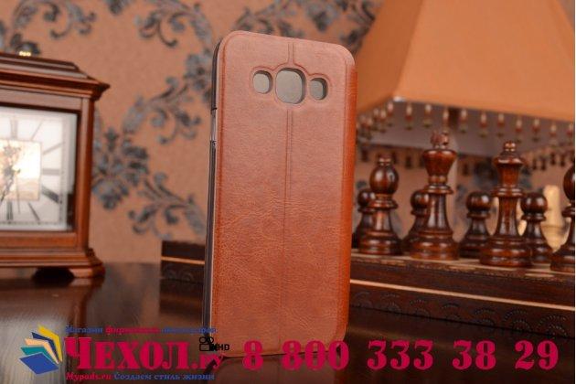 Фирменный чехол-книжка из качественной водоотталкивающей импортной кожи на жёсткой металлической основе для Samsung Galaxy E5 коричневый