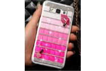 Фирменная роскошная элитная пластиковая задняя панель-накладка украшенная стразами кристалликами и декорированная элементами для Samsung Galaxy E5 малиновая