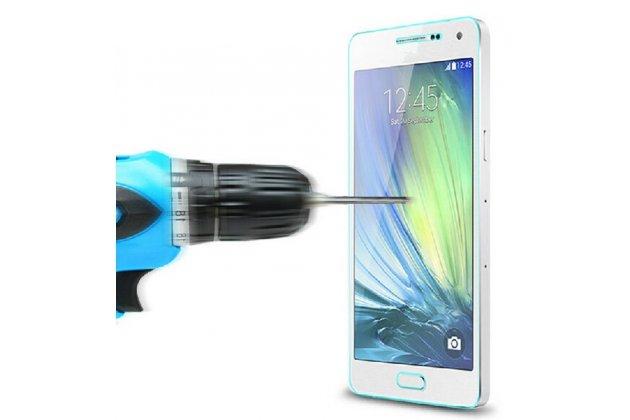Фирменное защитное закалённое противоударное стекло премиум-класса из качественного японского материала с олеофобным покрытием для Samsung Galaxy A7