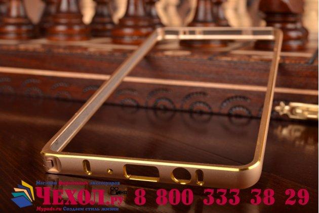 Фирменный оригинальный ультра-тонкий чехол-бампер для Samsung Galaxy A7 золотой металлический