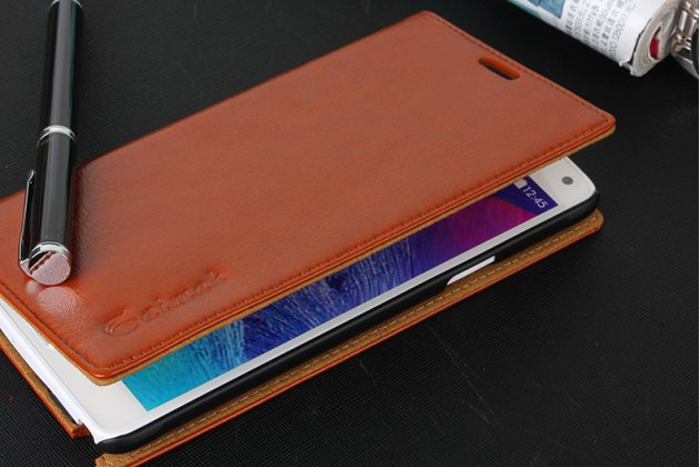 Фирменный чехол-книжка из качественной водоотталкивающей импортной кожи на жёсткой металлической основе для Samsung Galaxy Note 4 коричневый