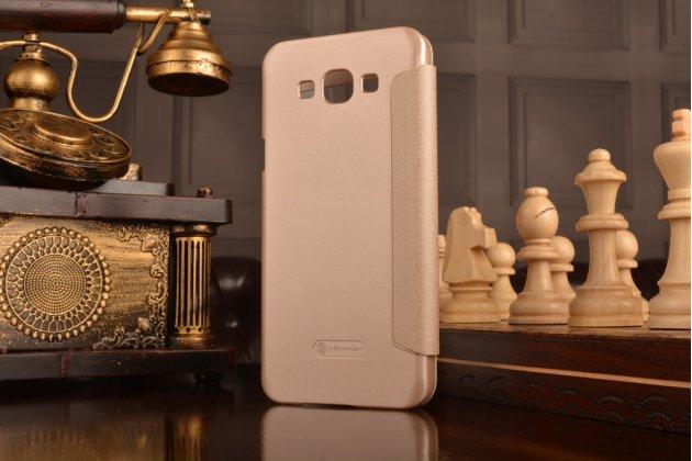 Фирменный чехол-книжка для Samsung Galaxy A8 SM-A800F/DS/Dual Sim/Duos  золтой с окошком для входящих вызовов водоотталкивающий