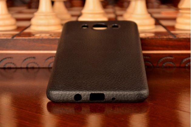 Фирменная премиальная элитная крышка-накладка из качественного силикона с дизайном под кожу для Samsung Galaxy J7 2016 SM-J710x/ J710F 5.5  черная