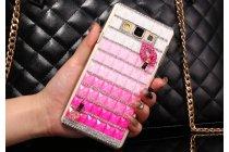 Фирменная роскошная элитная пластиковая задняя панель-накладка украшенная стразами кристалликами и декорированная элементами для Samsung Galaxy A7 малиновая