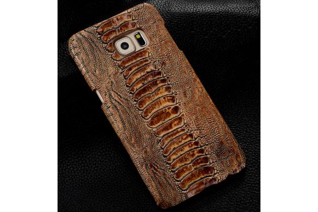 Фирменная элегантная экзотическая задняя панель-крышка с фактурной отделкой натуральной кожи крокодила кофейного цвета для Samsung Galaxy A7/A7 Duos SM-A700F/A700H/A700FD. Только в нашем магазине. Количество ограничено.