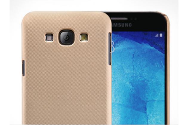 Фирменная задняя панель-крышка-накладка из тончайшего и прочного пластика для Samsung Galaxy A8 SM-A800F/DS/Dual Sim/Duos  золотая