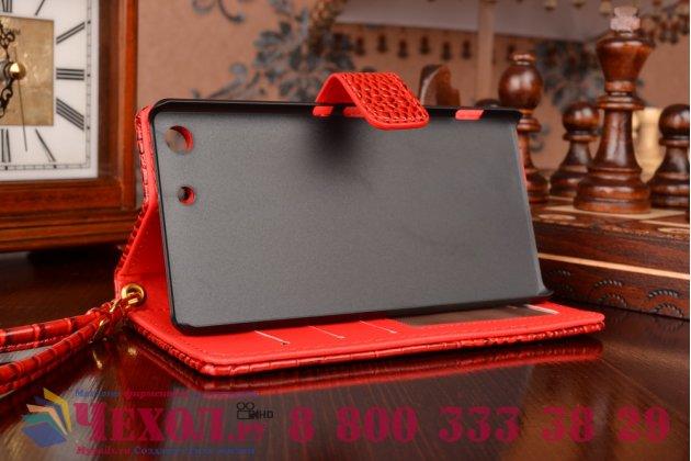Фирменный чехол-книжка с подставкой для Sony Xperia M5 E5603/ M5 Dual E5633 лаковая кожа крокодила алый огненный красный