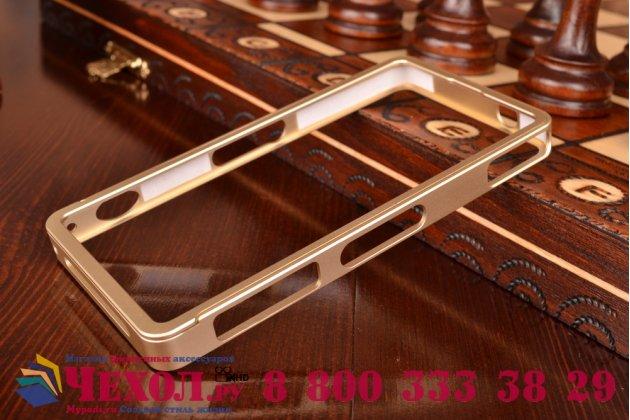 Фирменный оригинальный ультра-тонкий чехол-бампер для Sony Xperia Z1 Compact D5503 золотой металлический