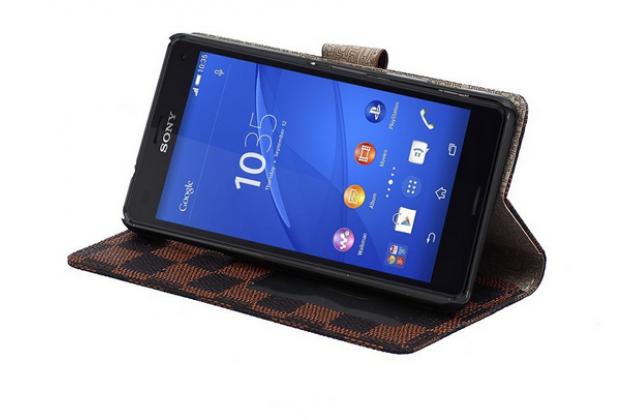 Фирменный чехол-книжка из кожи с мульти-подставкой застёжкой и визитницей для Sony Xperia Z4 Compact белый в клетку