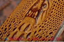Фирменный роскошный эксклюзивный чехол с объёмным 3D изображением кожи крокодила коричневый для Sony Xperia Z4 /Z3+ /Z3+ Dual . Только в нашем магазине. Количество ограничено