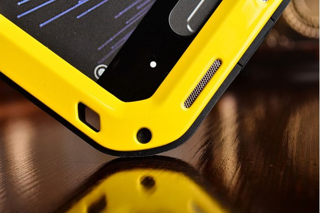 """Неубиваемый водостойкий противоударный водонепроницаемый грязестойкий влагозащитный ударопрочный фирменный чехол-бампер для Xiaomi Mi5 5.0"""" цельно-металлический со стеклом Gorilla Glass желтый"""