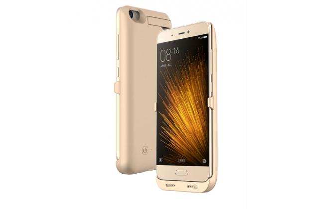 Чехол-бампер со встроенной усиленной мощной батарей-аккумулятором большой повышенной расширенной ёмкости 4200mAh для Xiaomi Mi5 золотой + гарантия