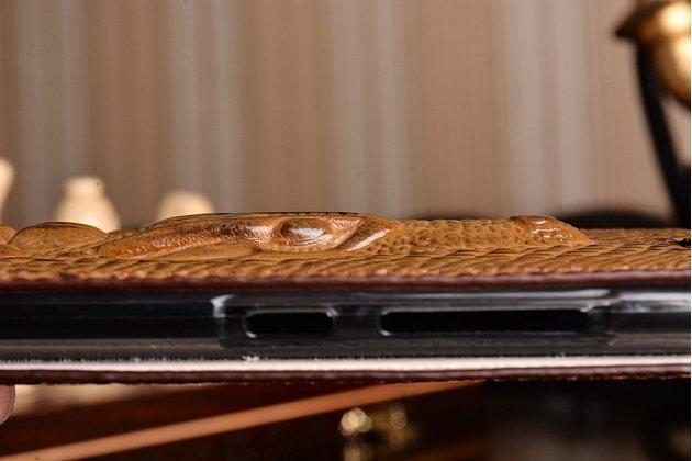 Фирменный роскошный эксклюзивный чехол с объёмным 3D изображением кожи крокодила коричневый для Xiaomi Mi5. Только в нашем магазине. Количество ограничено