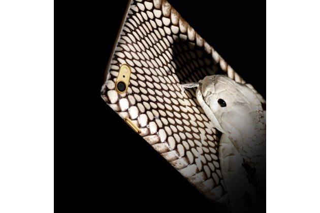 Фирменная роскошная экзотическая задняя панель-крышка с фактурной отделкой натуральной кожи с объёмным 3D изображением змеи белый для Xiaomi Mi5. Только в нашем магазине. Количество ограничено