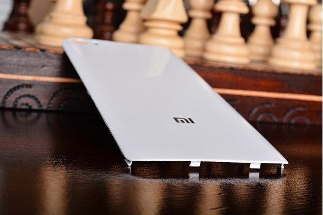 Родная оригинальная задняя крышка-панель которая шла в комплекте для Xiaomi Mi5 белая