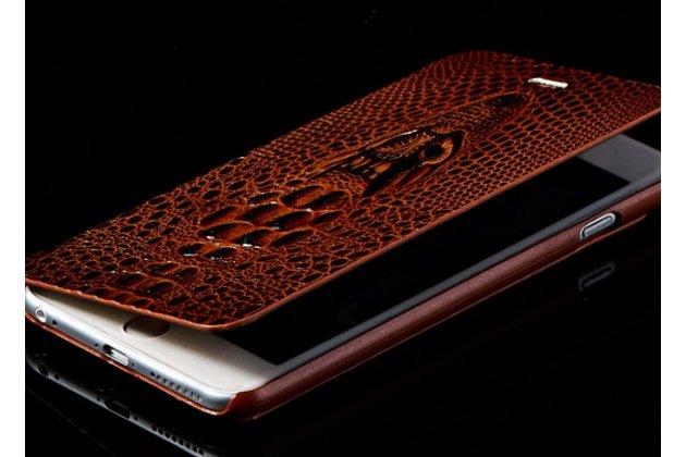 Фирменный роскошный эксклюзивный чехол с объёмным 3D изображением кожи крокодила коричневый для HTC One M7 Dual Sim (801/802w). Только в нашем магазине. Количество ограничено