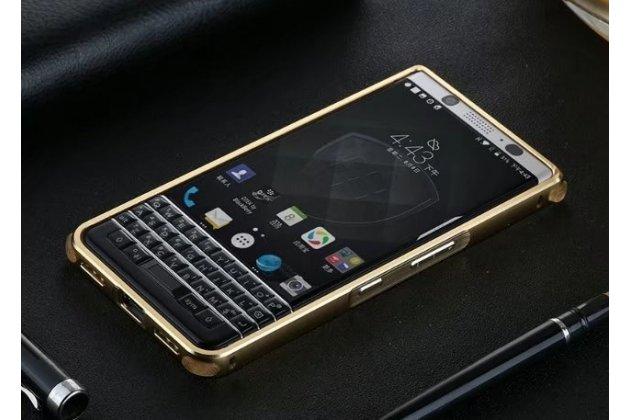 Фирменная металлическая задняя панель-крышка-накладка из тончайшего облегченного авиационного алюминия для BlackBerry KEYone/ DTEK70 золотая