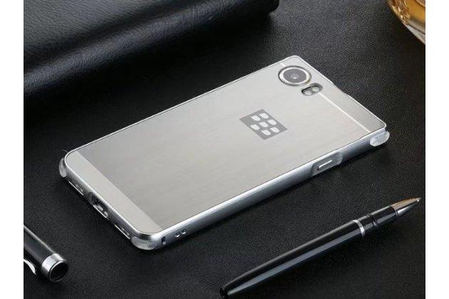 Фирменная металлическая задняя панель-крышка-накладка из тончайшего облегченного авиационного алюминия для BlackBerry KEYone/ DTEK70 серебристая