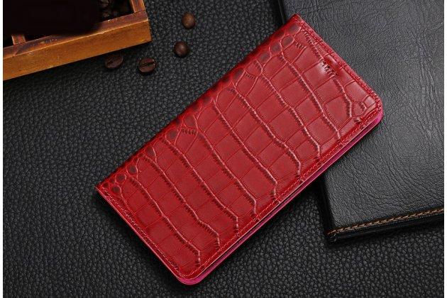 Фирменный роскошный эксклюзивный чехол с фактурной прошивкой рельефа кожи крокодила и визитницей красный  для Philips Xenium X818 / Philips X818. Только в нашем магазине. Количество ограничено