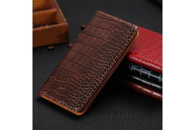 Фирменный роскошный эксклюзивный чехол с фактурной прошивкой рельефа кожи крокодила и визитницей коричневый для Philips Xenium X818 / Philips X818. Только в нашем магазине. Количество ограничено