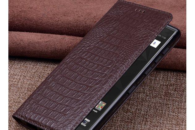 Фирменный роскошный эксклюзивный чехол с фактурной прошивкой рельефа кожи крокодила коричневый для BlackBerry Motion. Только в нашем магазине. Количество ограничено