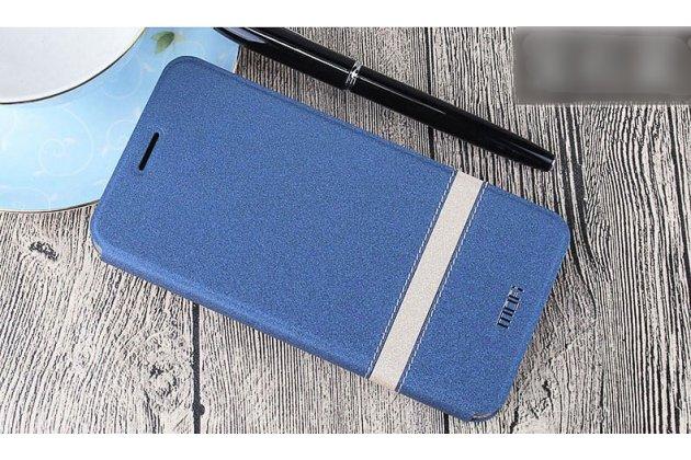 Фирменный чехол-книжка водоотталкивающий с мульти-подставкой на жёсткой металлической основе для Oppo A79 синий с золотой полосой
