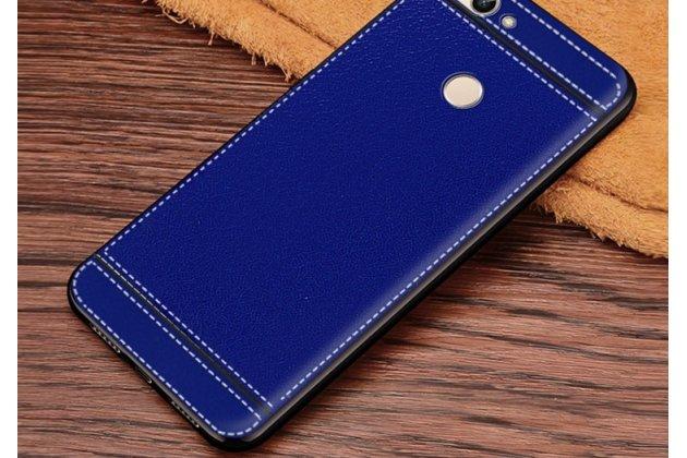 Фирменная премиальная элитная крышка-накладка на Huawei P Smart 5.65 (FIG-LX1 /AL00) / Huawei Enjoy 7S синяя из качественного силикона с дизайном под кожу