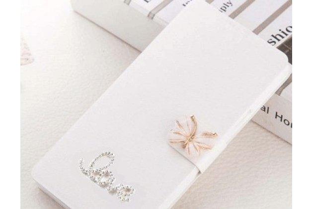 Фирменный роскошный чехол-книжка безумно красивый декорированный бусинками и кристаликами на HTC Desire 12 белый