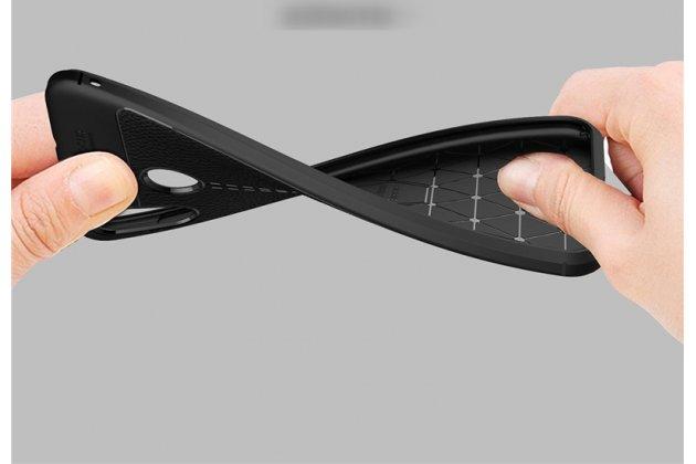 Фирменная премиальная элитная крышка-накладка на ASUS ZenFone Max M1 (ZB555KL) серая из качественного силикона с дизайном под кожу