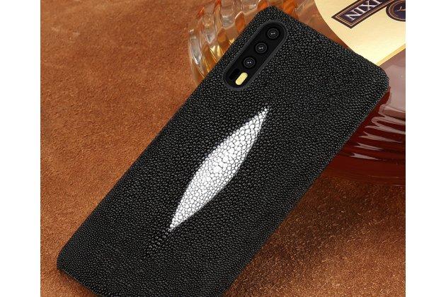 Фирменная роскошная эксклюзивная накладка  из натуральной рыбьей кожи СКАТА (с жемчужным блеском) чёрный для Huawei P20 5.8 (EML-AL00). Только в нашем магазине. Количество ограничено