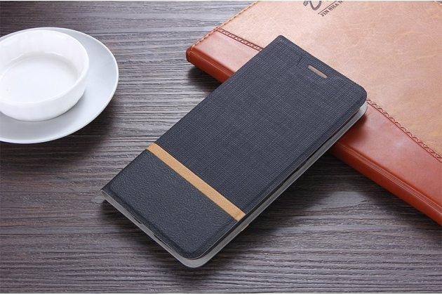 Фирменный чехол-книжка водоотталкивающий с мульти-подставкой на жёсткой металлической основе для HTC Desire 12  Plus черный из настоящей джинсы