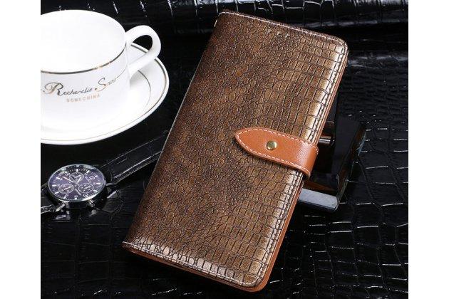Фирменный роскошный эксклюзивный чехол с фактурной прошивкой рельефа кожи крокодила и визитницей коричневый для HTC Desire 12  Plus. Только в нашем магазине. Количество ограничено