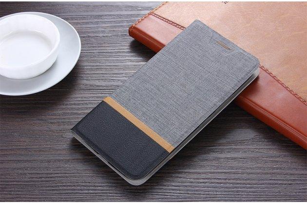 Фирменный чехол-книжка водоотталкивающий с мульти-подставкой на жёсткой металлической основе для HTC Desire 12  Plus серый из настоящей джинсы