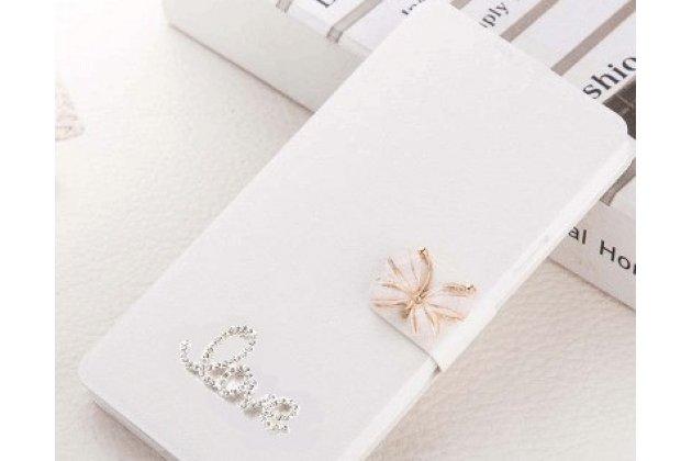 Фирменный роскошный чехол-книжка безумно красивый декорированный бусинками и кристаликами на HTC Desire 12  Plus белый