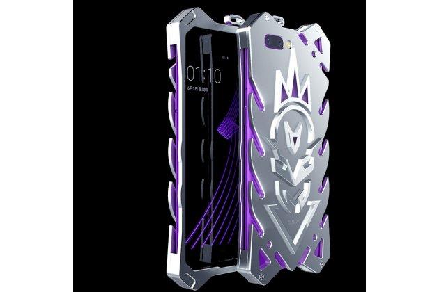 Противоударный металлический чехол-бампер из цельного куска металла с усиленной защитой углов и необычным экстремальным дизайном  для  Huawei Honor 10 серебристого цвета