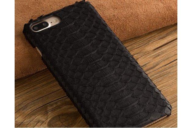 Фирменная элегантная экзотическая задняя панель-крышка с фактурной отделкой натуральной кожи змеи черного цвета для BlackBerry KEY2. Только в нашем магазине. Количество ограничено.
